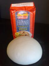 Farine et pâte à pizza levée